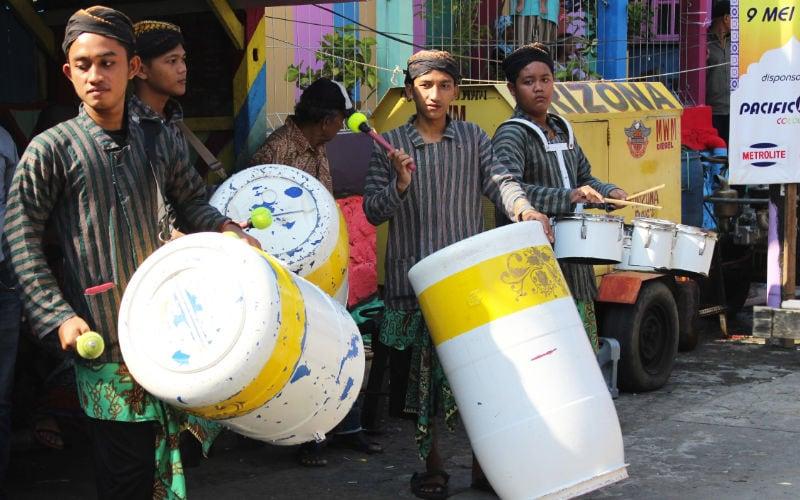Kampung Ragam Warna Seniman