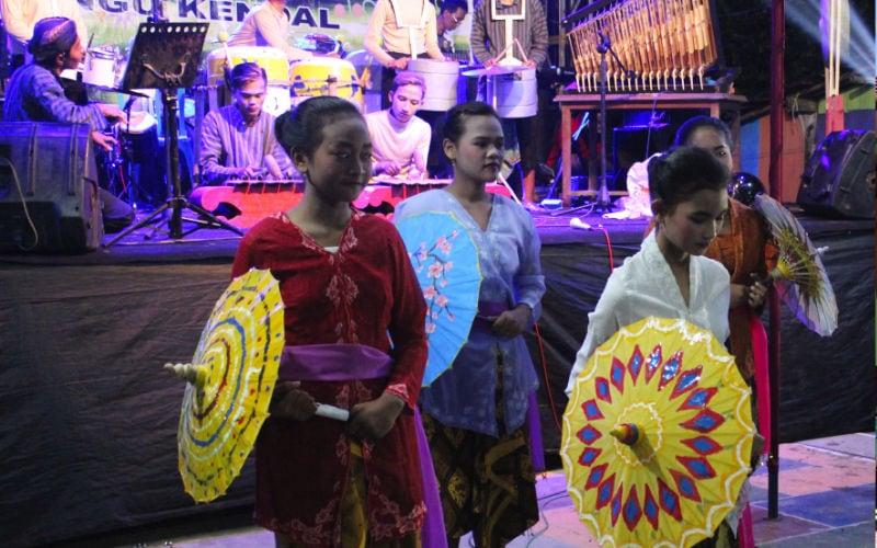 Kampung Ragam Warna seni payung