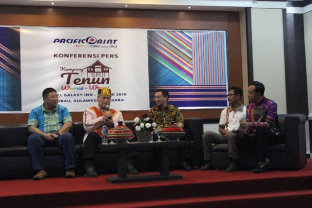 konferensi pers kampung tenun warna warni
