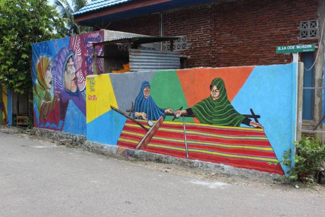 mural kampung tenun warna warni
