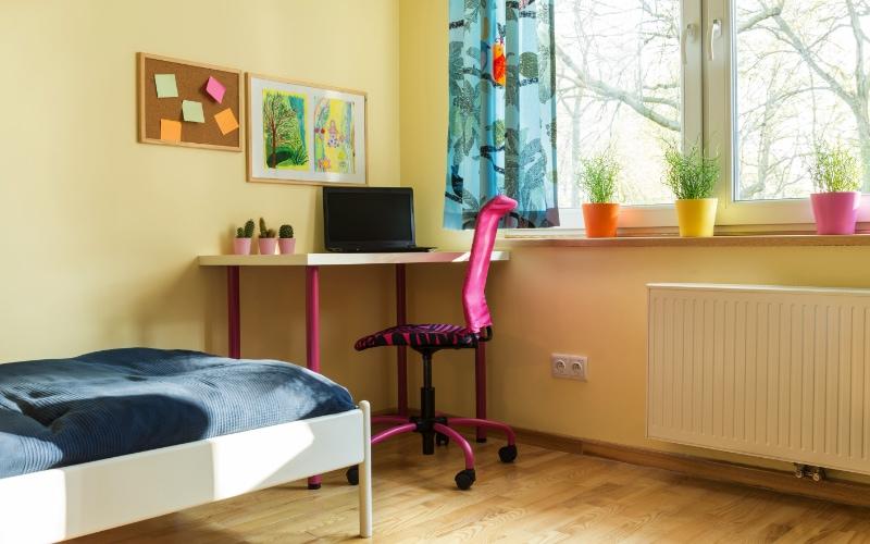 tips warna cat untuk kamar sempit