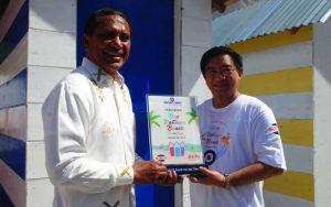 Penyerahan Plakat Pantai Natsepa Ambon