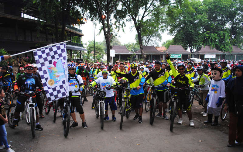 fun bike tour de keraton cirebon