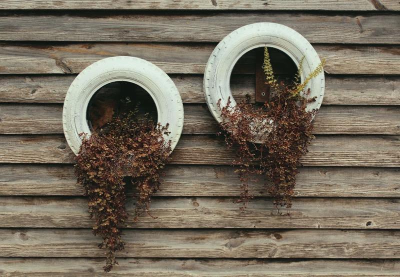 Pot tanaman hias dari ban bekas