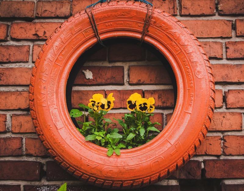 Pot tanaman hias dari ban