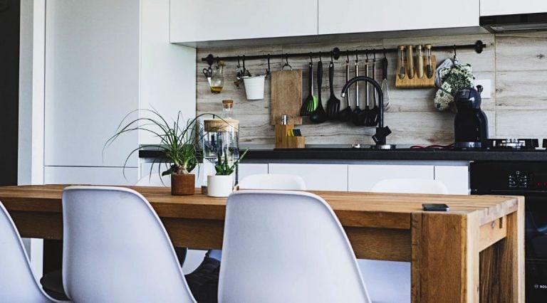 Memanfaatkan Perabot untuk Dekorasi Dapur
