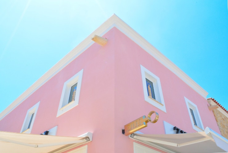 hunian warna pink