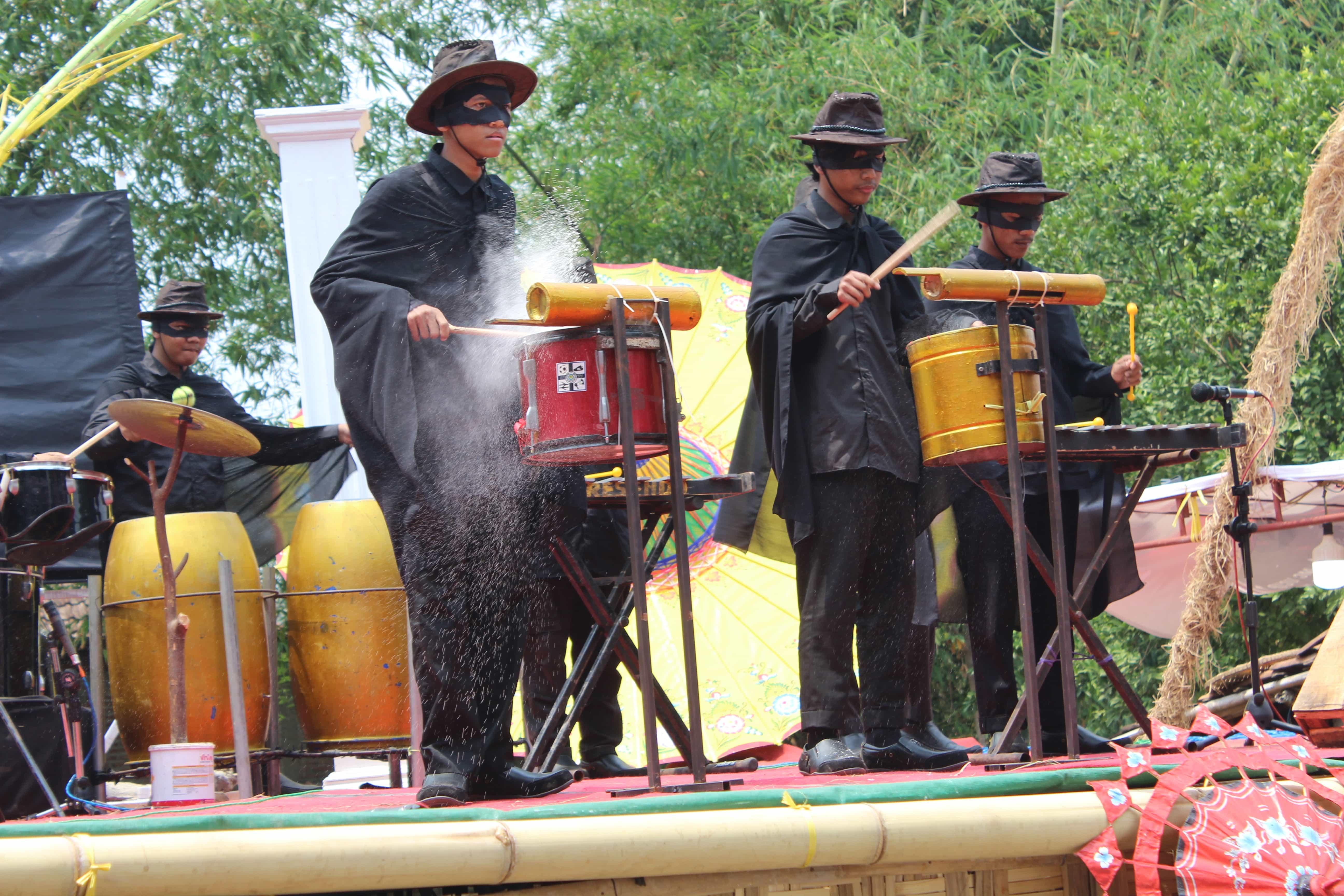 Penampilan peserta di acara Festival Drumblek