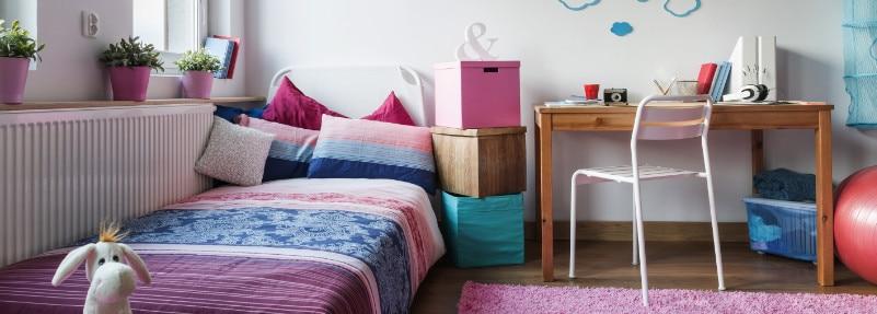 kamar tidur penuh warna